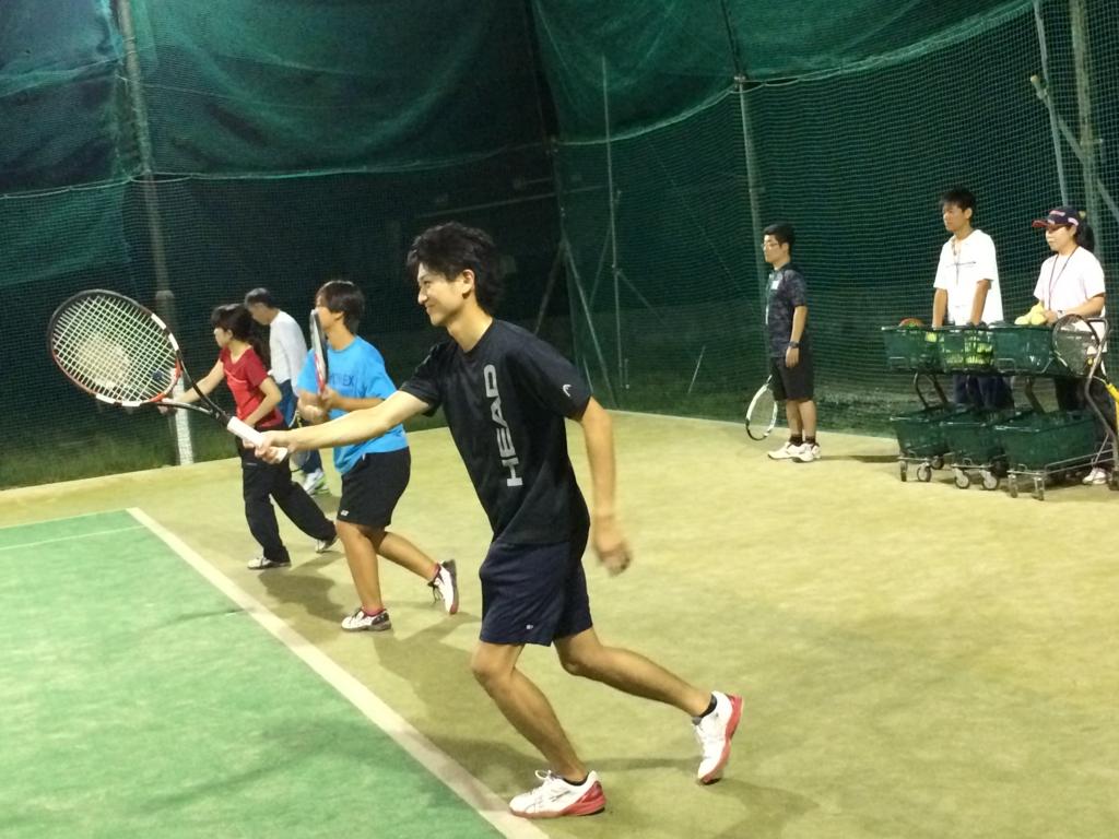硬式テニスレッスン風景