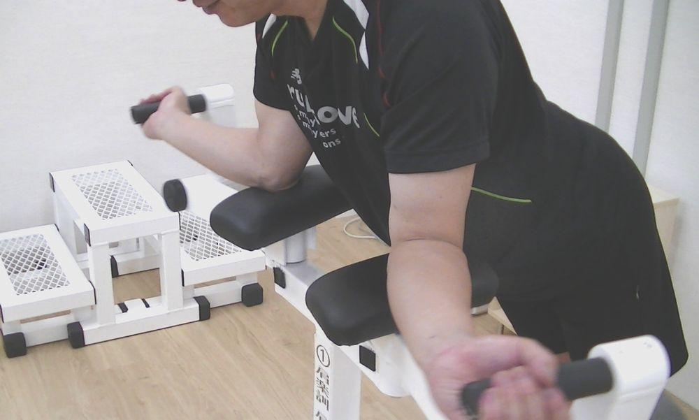 肩関節を正しい位置に戻すマシン